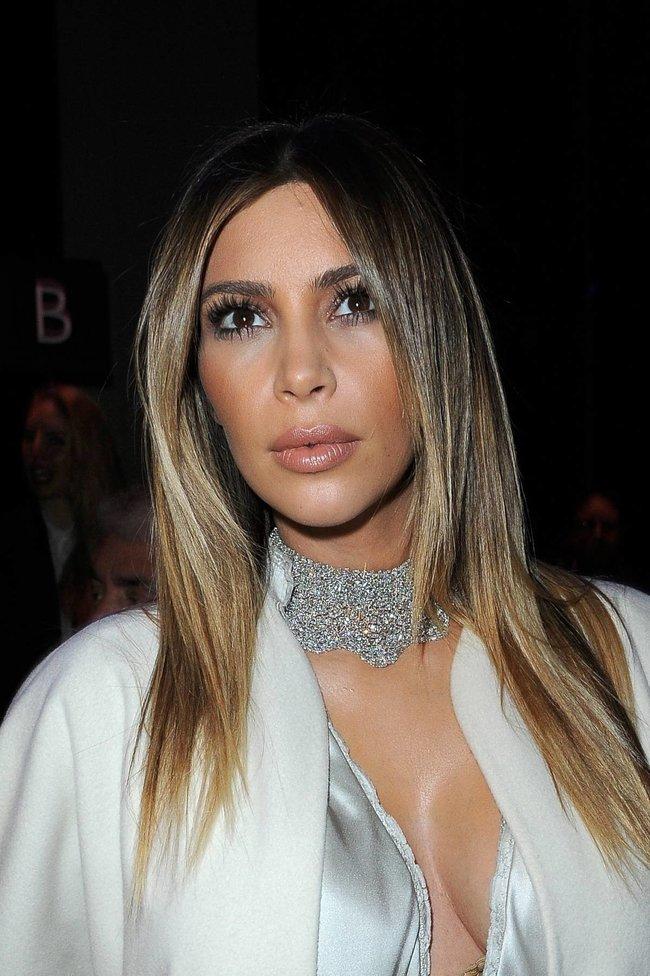 Ким Кардашьян на модном показе «Stephane Rolland» в Париже: kim-kardashian-63_Starbeat.ru