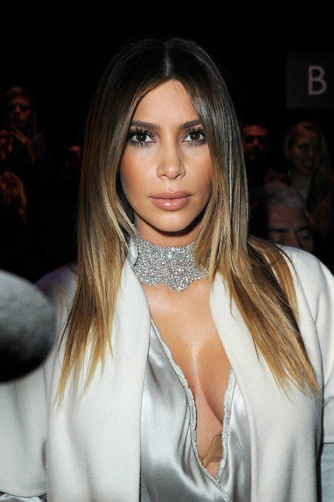 Ким Кардашьян на модном показе «Stephane Rolland» в Париже: kim-kardashian-72_Starbeat.ru