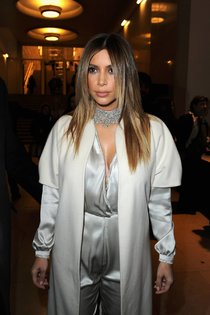 Ким Кардашьян на модном показе «Stephane Rolland» в Париже: kim-kardashian-110_Starbeat.ru