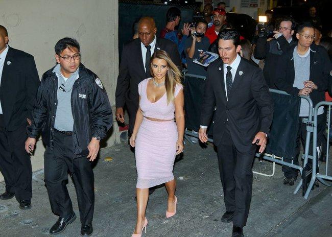 Ким Кардашьян на шоу Джимми Фэллона в Голливуде: kim-kardashian-114_Starbeat.ru