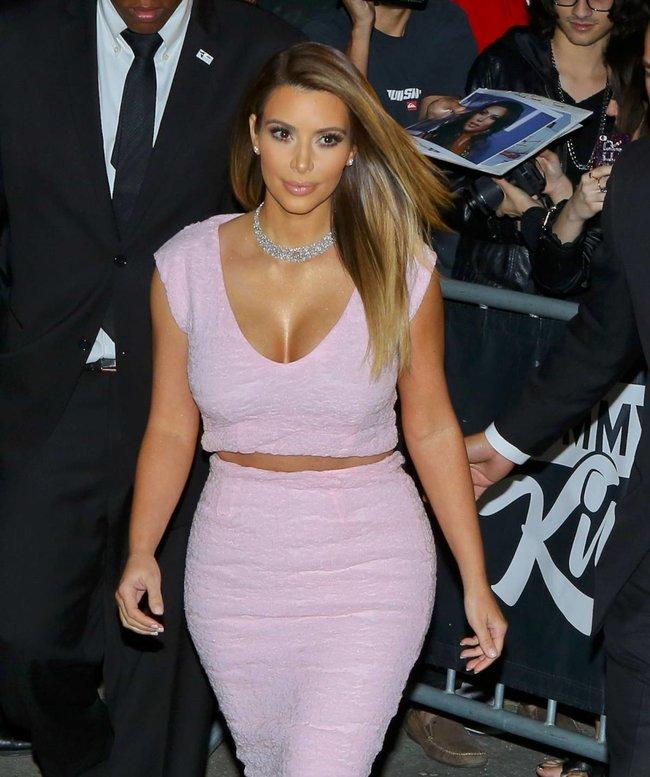 Ким Кардашьян на шоу Джимми Фэллона в Голливуде: kim-kardashian-115_Starbeat.ru
