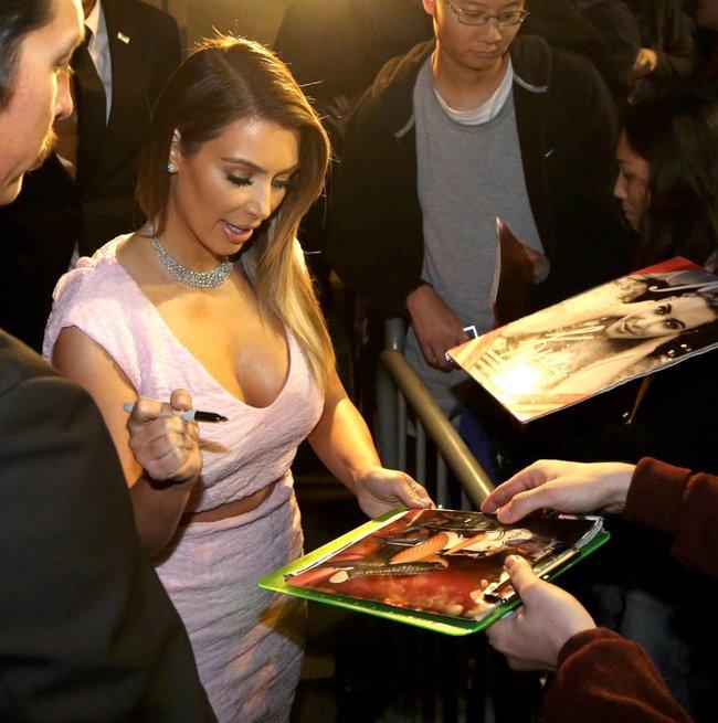 Ким Кардашьян на шоу Джимми Фэллона в Голливуде: kim-kardashian-133_Starbeat.ru