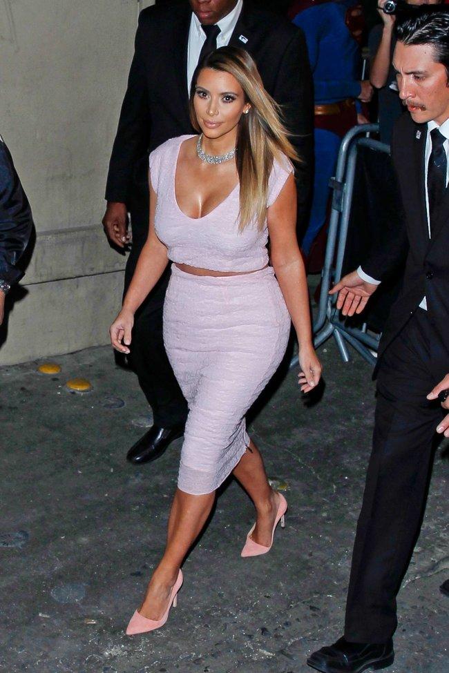 Ким Кардашьян на шоу Джимми Фэллона в Голливуде: kim-kardashian-163_Starbeat.ru
