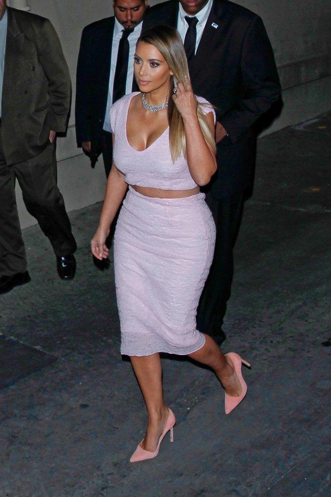 Ким Кардашьян на шоу Джимми Фэллона в Голливуде: kim-kardashian-174_Starbeat.ru