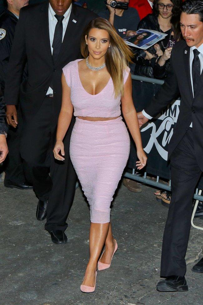 Ким Кардашьян на шоу Джимми Фэллона в Голливуде: kim-kardashian-212_Starbeat.ru