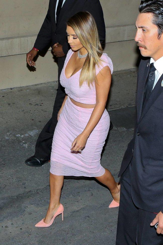 Ким Кардашьян на шоу Джимми Фэллона в Голливуде: kim-kardashian-64_Starbeat.ru