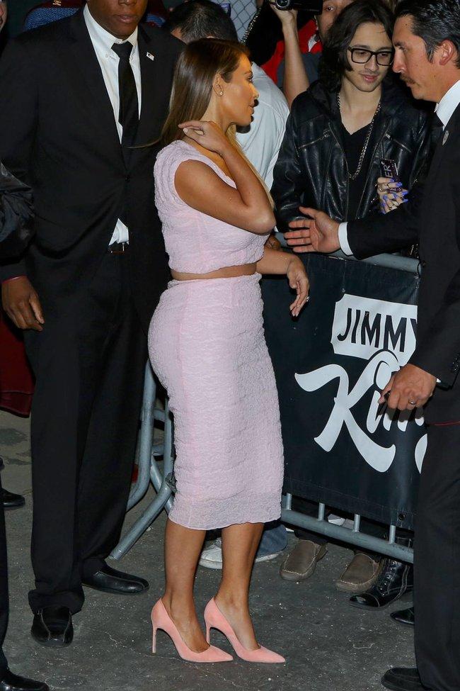 Ким Кардашьян на шоу Джимми Фэллона в Голливуде: kim-kardashian-73_Starbeat.ru