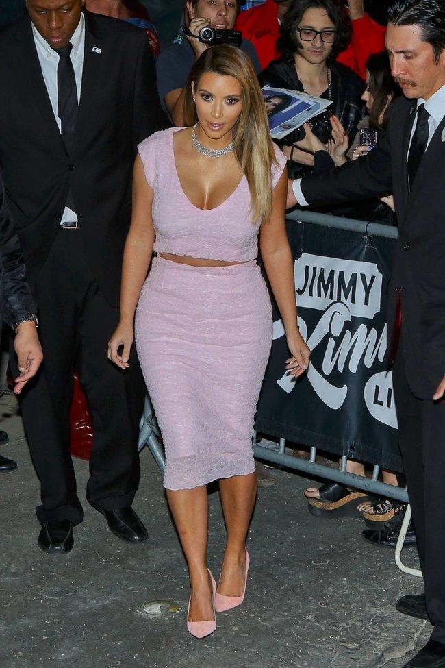 Ким Кардашьян на шоу Джимми Фэллона в Голливуде: kim-kardashian-83_Starbeat.ru