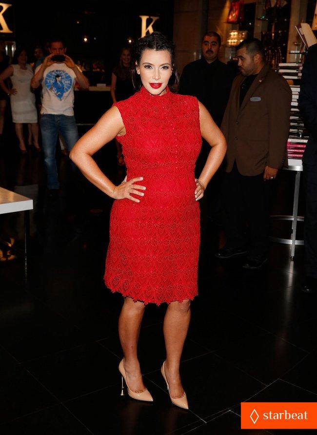 Ким Кардашьян представила свой новый аромат «Glam»: pregnant-kim-kardashian-glam-perfume-promotion-in-las-vegas-03_Starbeat.ru