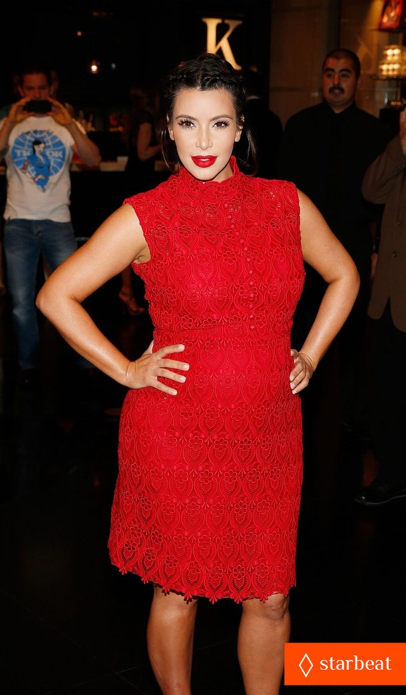 Ким Кардашьян представила свой новый аромат «Glam»: pregnant-kim-kardashian-glam-perfume-promotion-in-las-vegas-09_Starbeat.ru