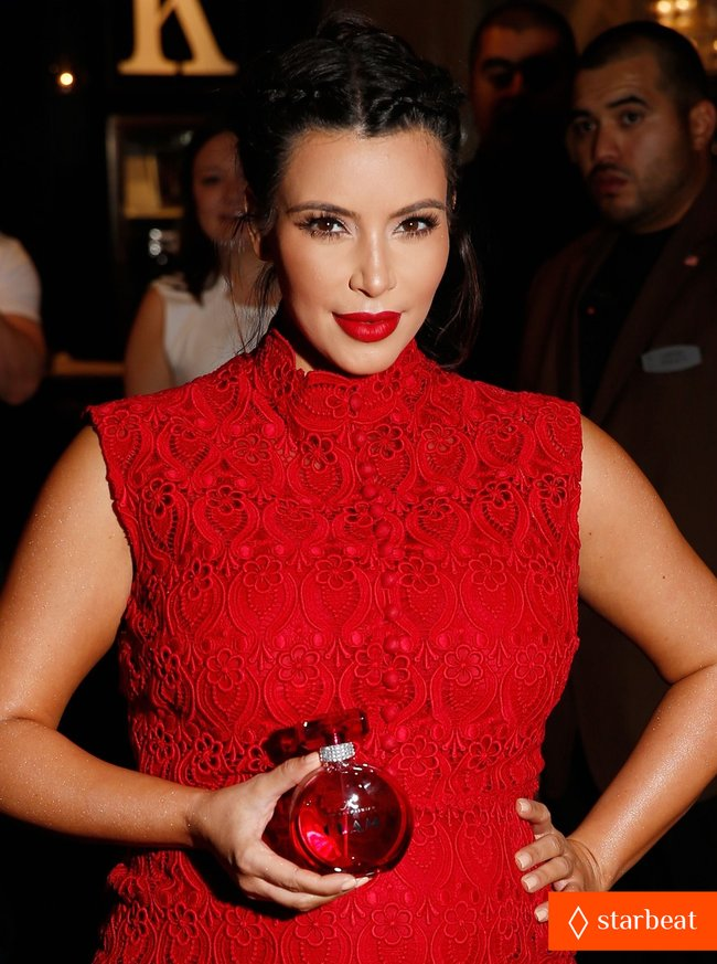 Ким Кардашьян представила свой новый аромат «Glam»: pregnant-kim-kardashian-glam-perfume-promotion-in-las-vegas-15_Starbeat.ru