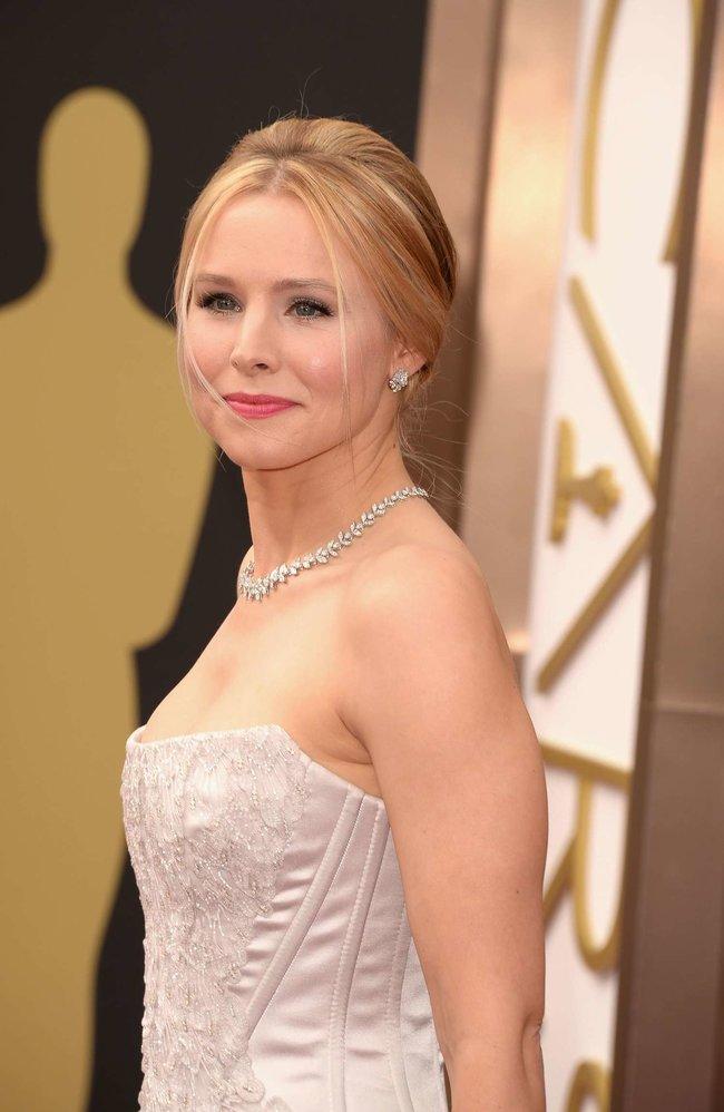 Кристен Белл прошлась по красной дорожке «Оскара 2014»: oscar-2014-kristen-bell--01_Starbeat.ru
