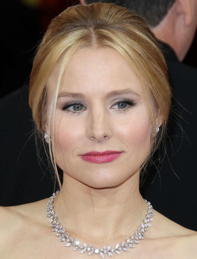 Кристен Белл прошлась по красной дорожке «Оскара 2014»: oscar-2014-kristen-bell--03_Starbeat.ru