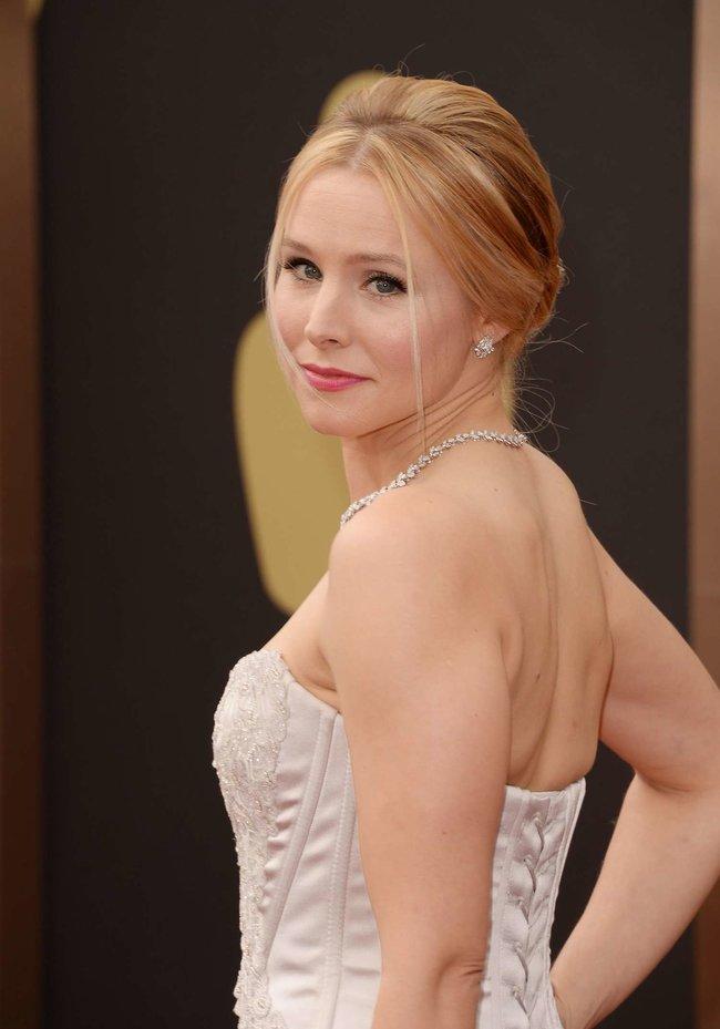 Кристен Белл прошлась по красной дорожке «Оскара 2014»: oscar-2014-kristen-bell--05_Starbeat.ru