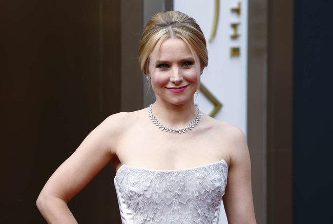 Кристен Белл прошлась по красной дорожке «Оскара 2014»: oscar-2014-kristen-bell--06_Starbeat.ru