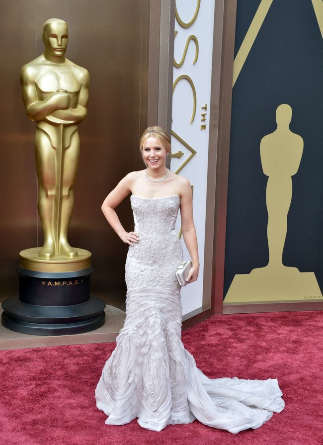 Кристен Белл прошлась по красной дорожке «Оскара 2014»: oscar-2014-kristen-bell--07_Starbeat.ru
