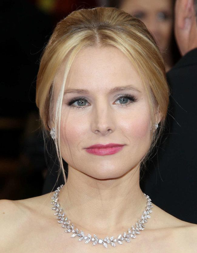 Кристен Белл прошлась по красной дорожке «Оскара 2014»: oscar-2014-kristen-bell--09_Starbeat.ru