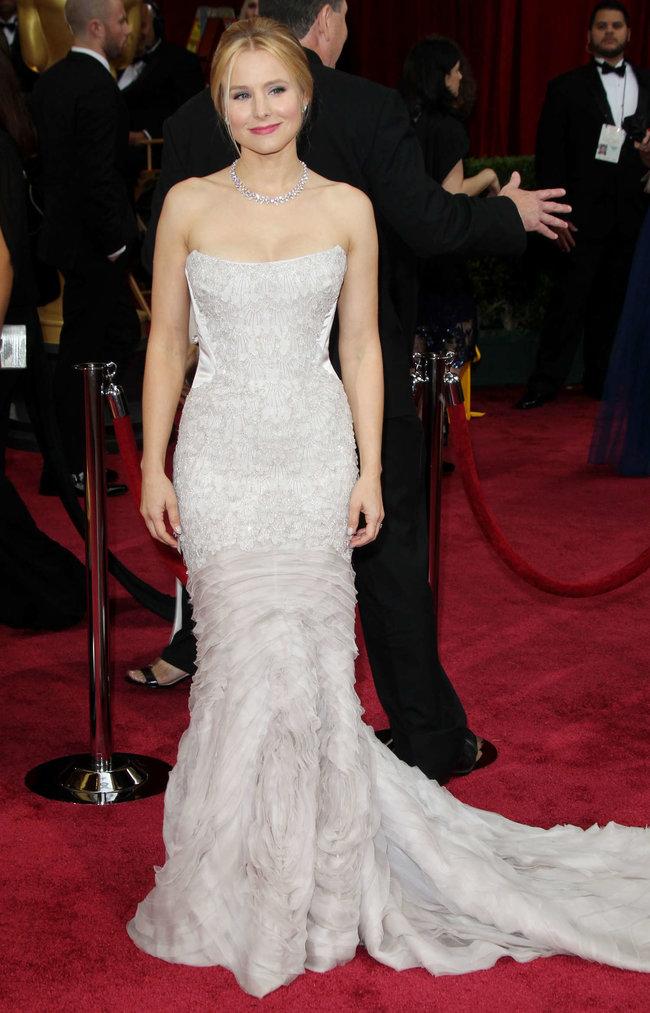 Кристен Белл прошлась по красной дорожке «Оскара 2014»: oscar-2014-kristen-bell--10_Starbeat.ru