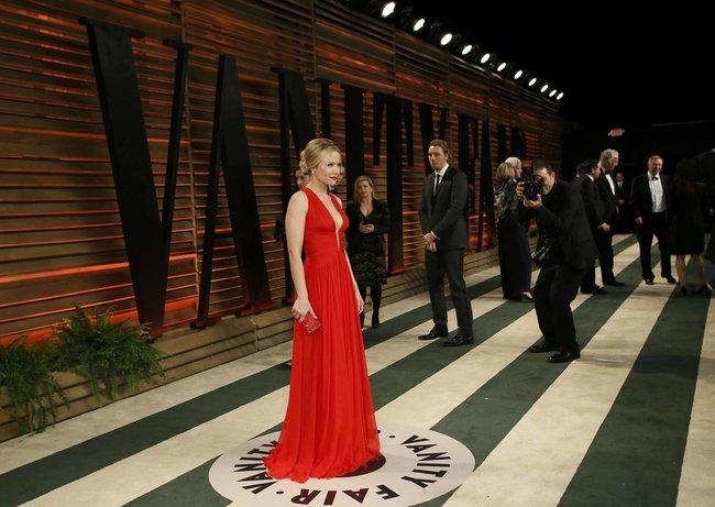 Кристен Белл на торжественном мероприятии «Vanity Fair» после «Оскара 2014»: kristen-bell-oscar-2014---vanity-fair-party--03_Starbeat.ru