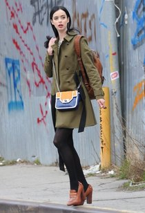 Съемки фильма «Assistance» в Нью-Йорке: Кристен Риттер: krysten-ritter-on-the-set-of-assistance--01_Starbeat.ru