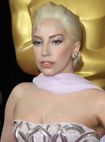 Голливуд чествует звезд: Леди Гага на церемонии «Оскар 2014»: oscar-2014-lady-gaga--01_Starbeat.ru