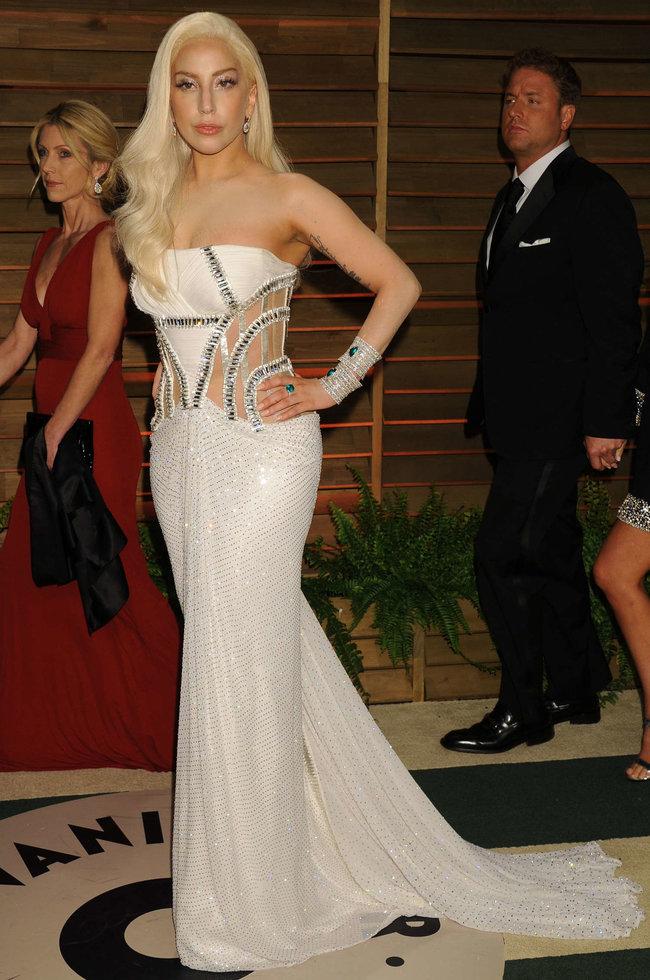 Леди Гага: красная дорожка вечера «Vanity Fair»: lady-gaga-oscar-2014---vanity-fair-party--03_Starbeat.ru