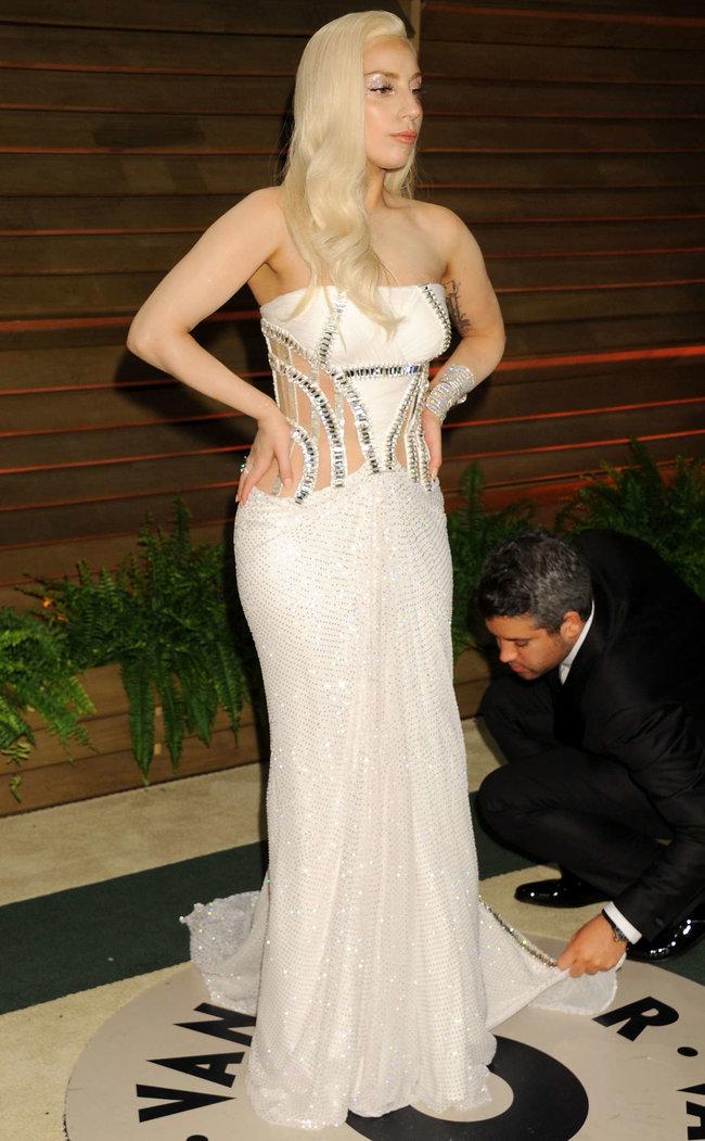 Леди Гага: красная дорожка вечера «Vanity Fair»: lady-gaga-oscar-2014---vanity-fair-party--04_Starbeat.ru
