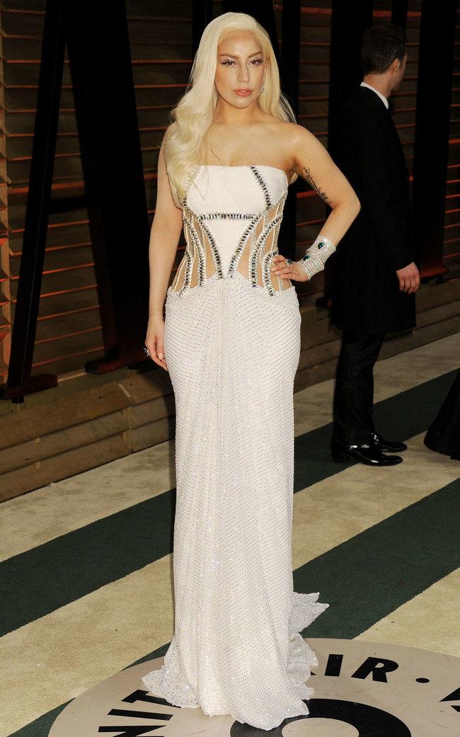Леди Гага: красная дорожка вечера «Vanity Fair»: lady-gaga-oscar-2014---vanity-fair-party--13_Starbeat.ru
