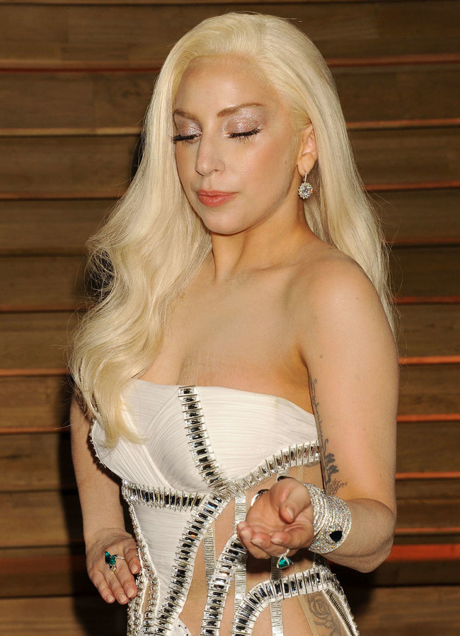 Леди Гага: красная дорожка вечера «Vanity Fair»: lady-gaga-oscar-2014---vanity-fair-party--14_Starbeat.ru