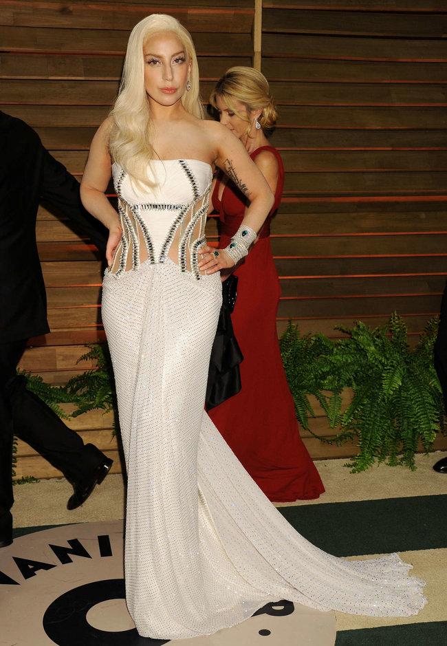 Леди Гага: красная дорожка вечера «Vanity Fair»: lady-gaga-oscar-2014---vanity-fair-party--18_Starbeat.ru