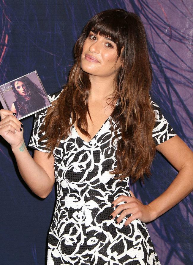 Леа Мишель: автограф-сессия дебютного альбома «Louder» в Лос-Анджелесе: lea-michele-louder-cd-signing--08_Starbeat.ru