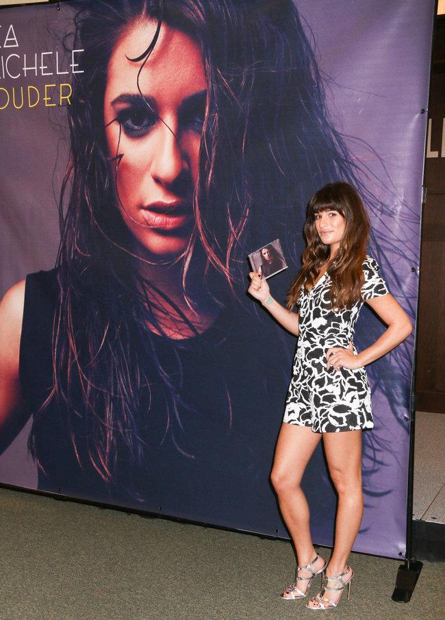 Леа Мишель: автограф-сессия дебютного альбома «Louder» в Лос-Анджелесе: lea-michele-louder-cd-signing--21_Starbeat.ru