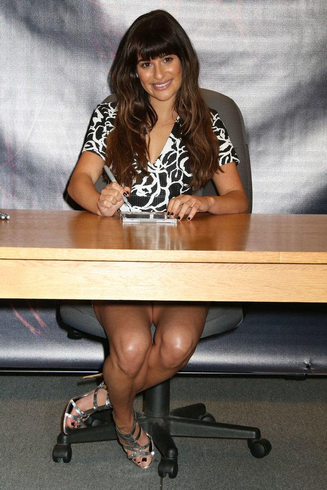 Леа Мишель: автограф-сессия дебютного альбома «Louder» в Лос-Анджелесе: lea-michele-louder-cd-signing--27_Starbeat.ru