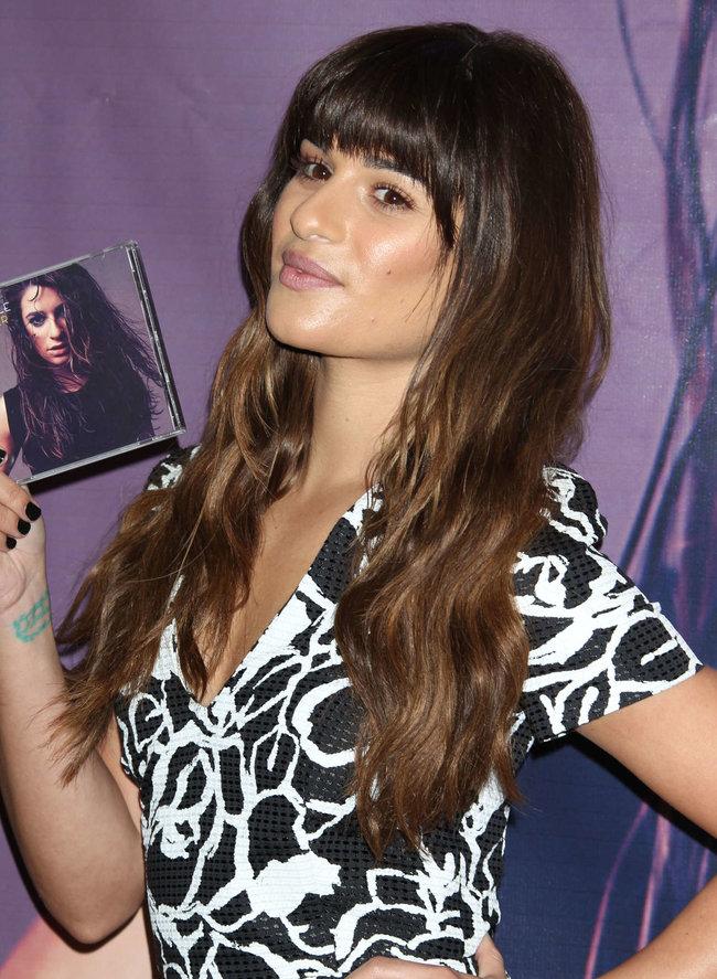 Леа Мишель: автограф-сессия дебютного альбома «Louder» в Лос-Анджелесе: lea-michele-louder-cd-signing--30_Starbeat.ru