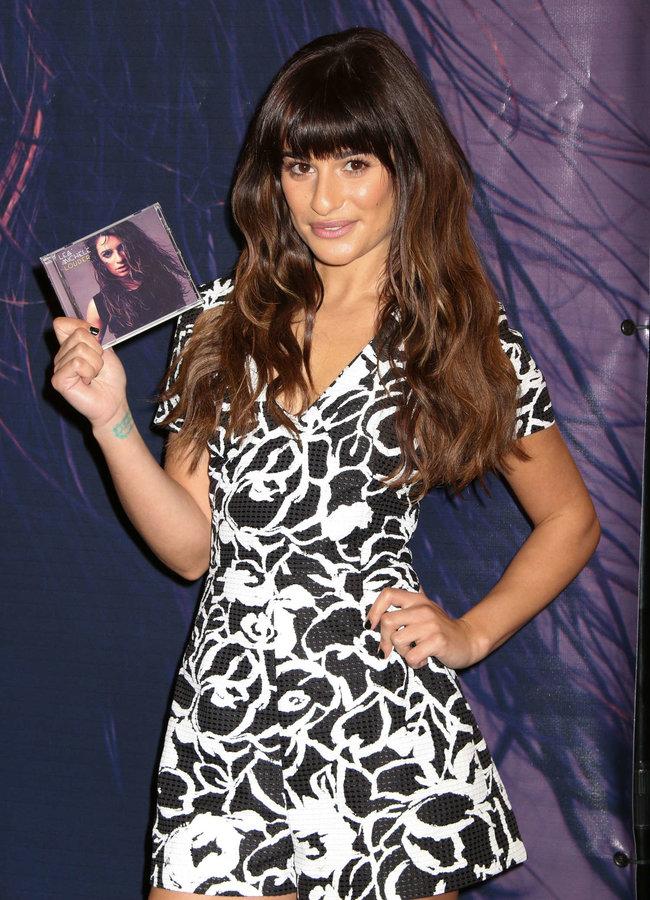 Леа Мишель: автограф-сессия дебютного альбома «Louder» в Лос-Анджелесе: lea-michele-louder-cd-signing--39_Starbeat.ru