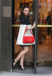 Съемки новой фотосессии Лили Коллинз: lily-collins---bergdorf-goodman-store-photoshoot-in-new-york--01_Starbeat.ru