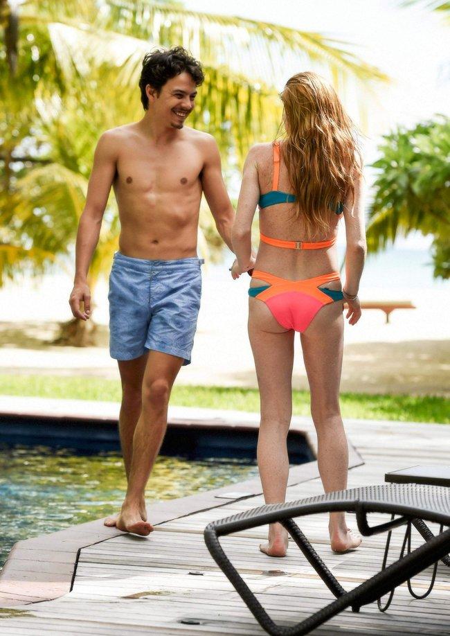 Линдси Лохан не дают спокойно пощеголять в бикини: папарацци нашли её даже на острове Маврикий: lindsay-lohan-11_Starbeat.ru
