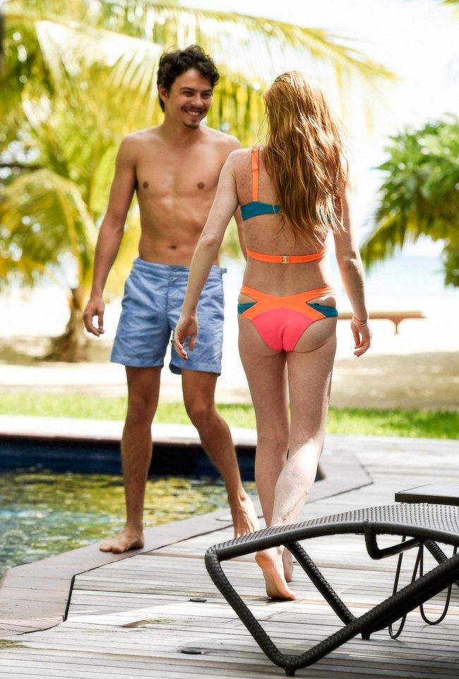 Линдси Лохан не дают спокойно пощеголять в бикини: папарацци нашли её даже на острове Маврикий: lindsay-lohan-16_Starbeat.ru