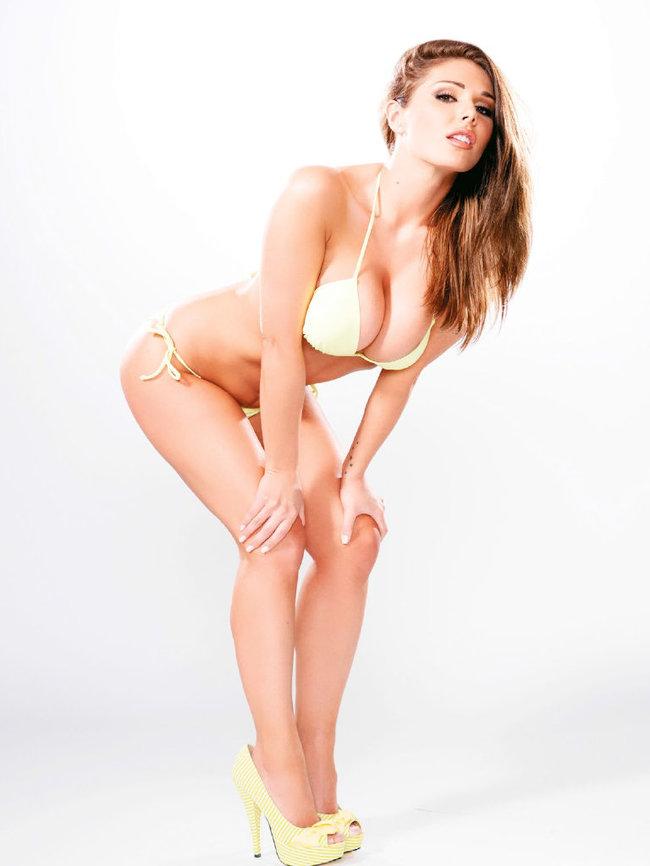 Британская модель Люси Пиндер в коллекционном издании «Nuts»: 52-lucy-pinder-57_Starbeat.ru