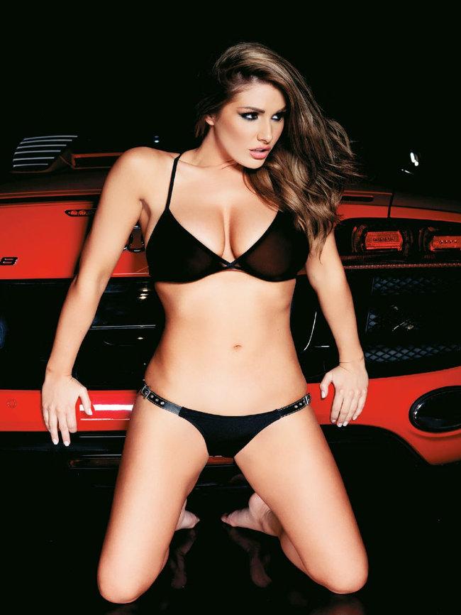 Британская модель Люси Пиндер в коллекционном издании «Nuts»: 62-lucy-pinder-65_Starbeat.ru