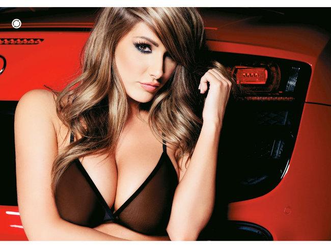 Британская модель Люси Пиндер в коллекционном издании «Nuts»: 66-lucy-pinder-69_Starbeat.ru