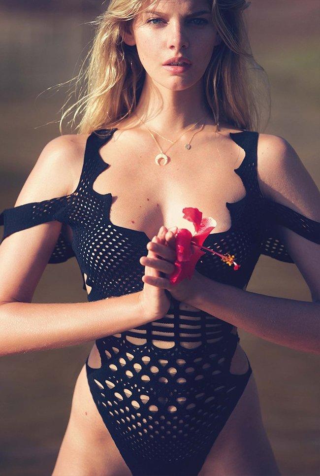 Марло Хорст кидает кости на пляже: две сиськи идут уже в базовой комплектации! Marie Claire Italy Magazine (июнь 2016): marloes-horst-20_Starbeat.ru