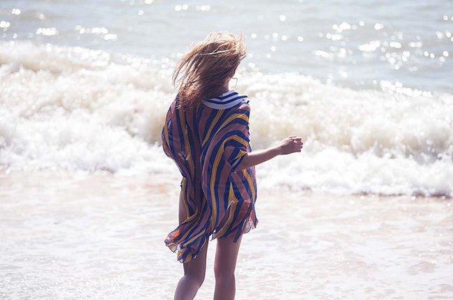 Марло Хорст кидает кости на пляже: две сиськи идут уже в базовой комплектации! Marie Claire Italy Magazine (июнь 2016): marloes-horst-37_Starbeat.ru