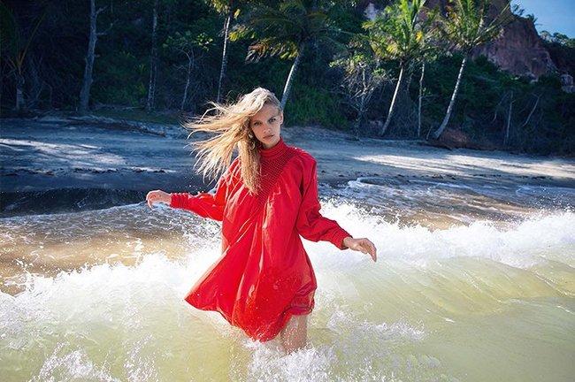 Марло Хорст кидает кости на пляже: две сиськи идут уже в базовой комплектации! Marie Claire Italy Magazine (июнь 2016): marloes-horst-38_Starbeat.ru
