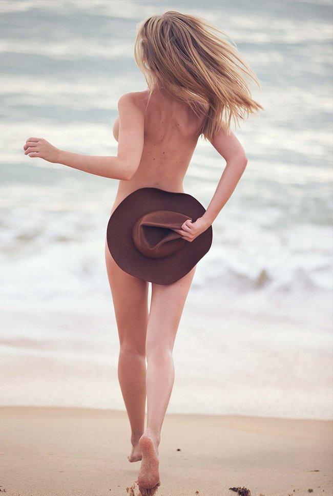 Марло Хорст кидает кости на пляже: две сиськи идут уже в базовой комплектации! Marie Claire Italy Magazine (июнь 2016): marloes-horst-9_Starbeat.ru