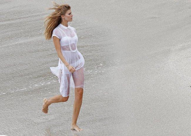 Бикини-фотосессия Марины Линчук на острове Сен-Бартелеми: maryna-linchuk-15_Starbeat.ru