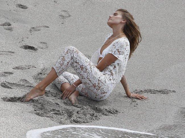 Бикини-фотосессия Марины Линчук на острове Сен-Бартелеми: maryna-linchuk-26_Starbeat.ru