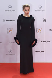 Вручение наград «Bambi Awards» в Берлине: Майли Сайрус: miley-cyrus-bambi-awards-2013--01_Starbeat.ru