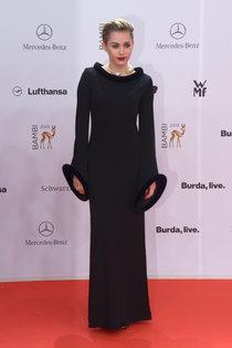 Вручение наград «Bambi Awards» в Берлине: Майли Сайрус: miley-cyrus-bambi-awards-2013--01_Starbeat.ru