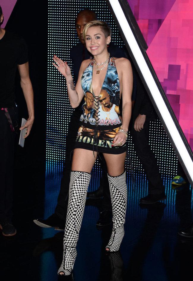 Майли Сайрус на вручении наград «MTV Europe Music Awards» в Амстердаме: miley-cyrus-2013-mtv-ema--02_Starbeat.ru